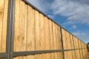 Lap and Cap Timber Fencing gallery