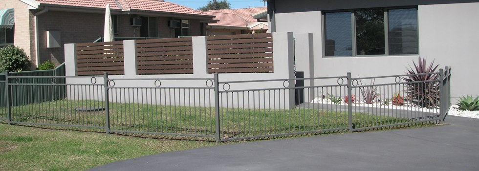Front yard fencing 3
