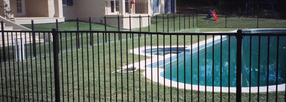 Kwikfynd Garden fencing 15