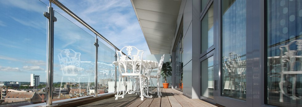 Kwikfynd Glass balustrading 22