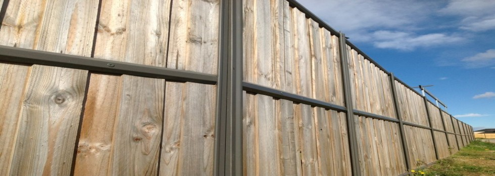 Kwikfynd Lap and cap timber fencing 2