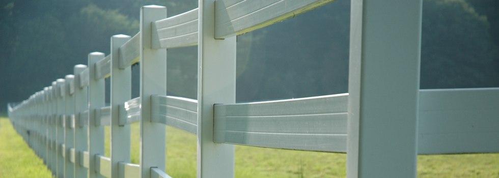 Kwikfynd Rail fencing 3