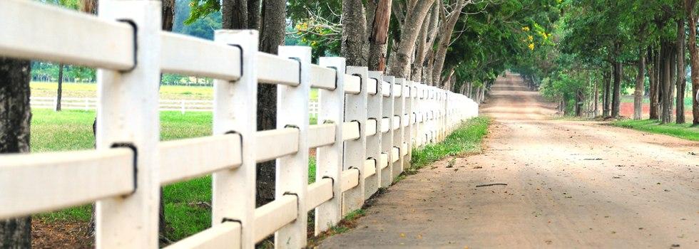 Kwikfynd Rail fencing 9